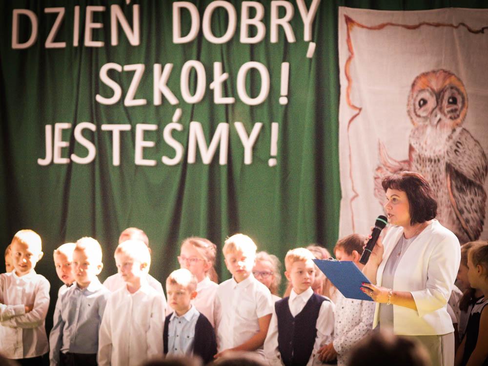 """""""Dzień dobry, szkoło! Jesteśmy"""" – uroczyste rozpoczęcie roku szkolnego w Zespole Szkół w  Wilamowicach"""