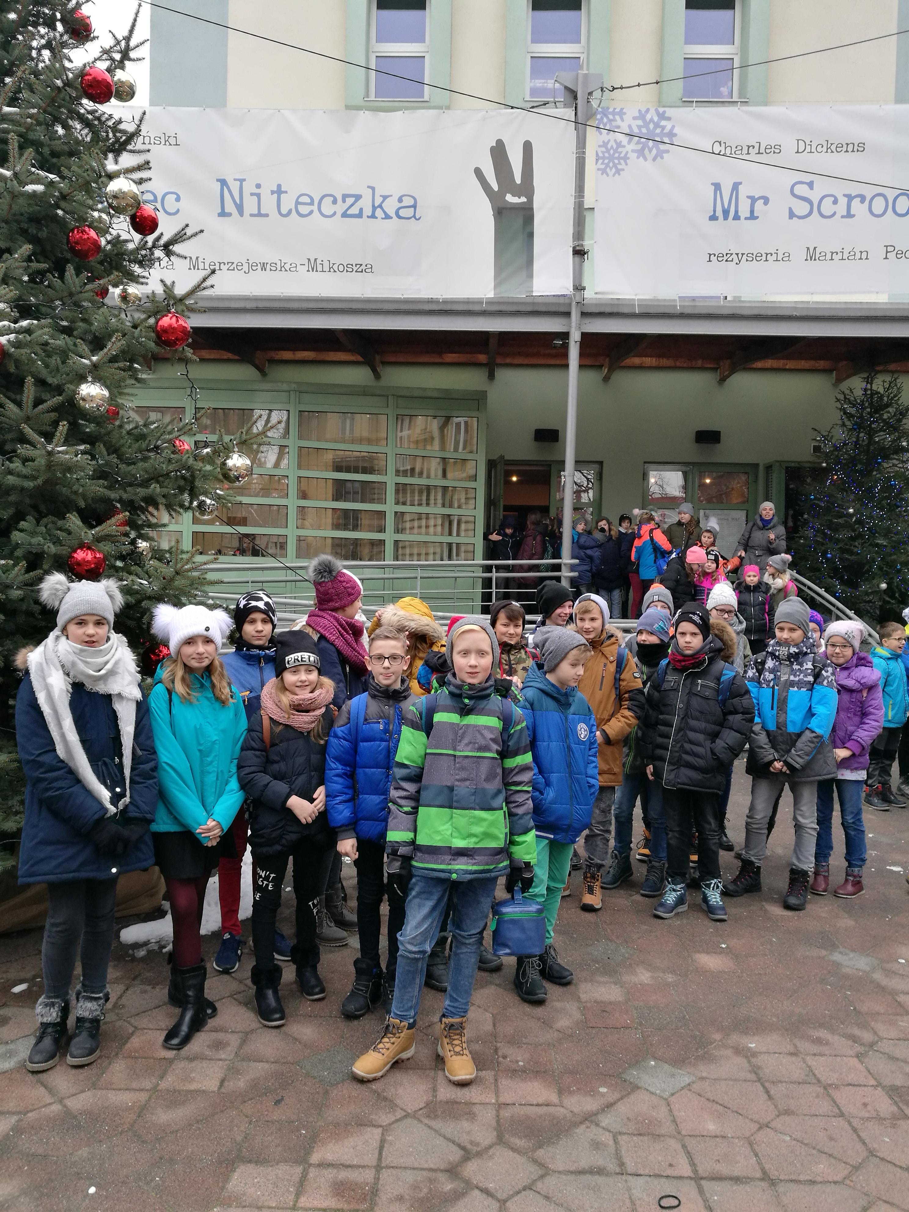 Przedświąteczny wyjazd uczniów klas piątych do Teatru Banialuka w Bielsku – Białej