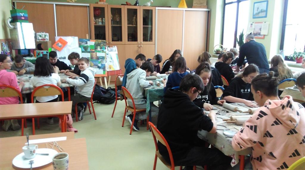 """""""Sowy""""- warsztaty ceramiczne w klasach szóstych"""